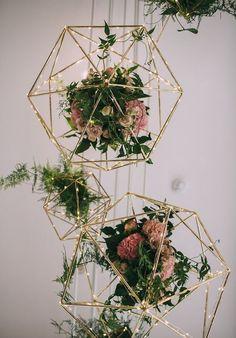 """geometric flowers wedding decor / <a href=""""http://www.deerpearlflowers.com/hanging-wedding-decor-ideas/2/"""" rel=""""nofollow"""" target=""""_blank"""">www.deerpearlflow...</a>"""
