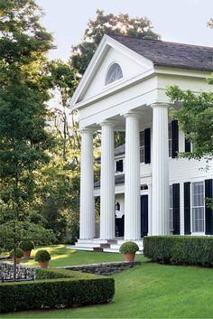 Classic plantation with columns!
