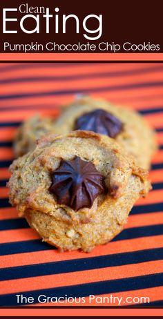 Clean Eating Chocolate Chip Walnut Pumpkin Cookies #cleaneating #cleaneatingrecipes #eatclean #cookies #cookierecipes #cleaneatingcookies #healthycookierecipes