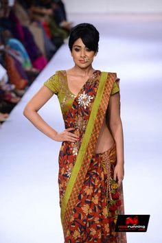 Shriya Saran walks for Sashikant Naidu at LFW 2014