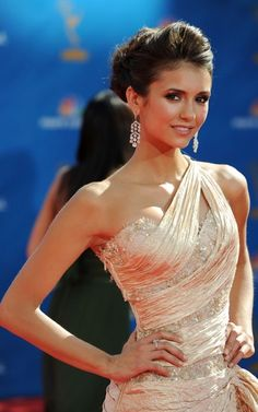 LOVE LOVE LOVE everything she is wearing and her make up/hair!!! nina dobrev