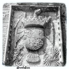 Escudo de los Reyes Católicos #igers #toledo #igerstoledo #turismo #toledoturismo #toletum #spain #amatoledo #tw #EstaEs_CastillaMancha #EstaEs_Espania #mobile_hdr #world_great #igersspain #fotodeldia #daros_city