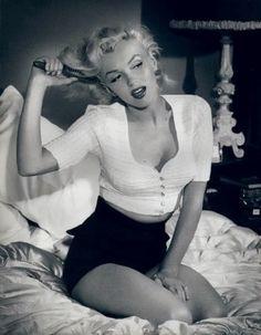 icon, marilyn monroe, queen, high waisted shorts, souvenir, black white, beauty, angels, hair