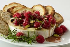 Driscoll's Holiday Warm Brie with Honeyed Raspberries and Pistachios Recipe | www.driscolls.com