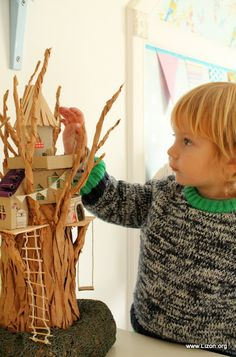 DIY Paper Treehouse by lizon.org #DIY #KIds #Paper #Treehouse #Upcycle