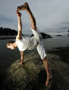 Vasisthasana. Strengthens the arms, belly and legs. Stretches and strengthens the wrists. Stretches and legs in full expression. Improves balance.