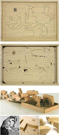 El Diseñador Enzo Mari será también creador de juegos infantiles en la década de los 70. Juegos como los animali, un puzzle de madera cuyas piezas constituían toda una selva.