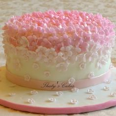 white flowers, pink flowers, pink cakes, cake flowers, flower cakes, sweet cake, bridal showers, bridal shower cakes, birthday cakes