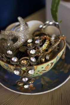 5 clever uses for vintage clip-on earrings! #DIY