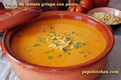 Sopa de tomate griega con pasta