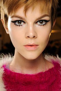 fashion weeks, makeup trends, eye makeup, cat eyes, beauty trends, makeup lips, brow, new york fashion, anna sui