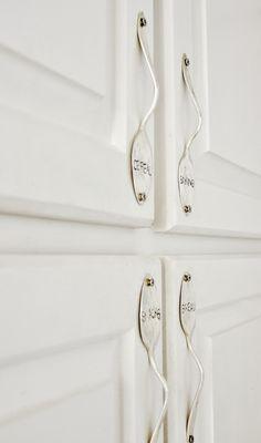 diy vintage kitchen, spoon kitchen decor, door handles diy, decorating with spoons, diy cabinet hardware