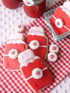 These strawberry jam jar cookies are the sweetest way to end a meal.