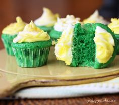 babi cake, cupcake recipes, mini cupcakes, st patricks day, velvet babi, mini cakes, baby cakes, the holiday, green velvet