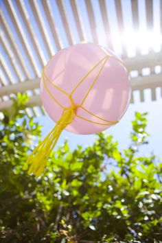 DIY: macrame balloons party decor