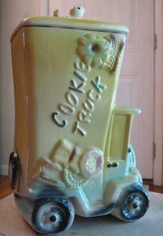 ViNTaGe AMeRiCaN BiSQuE CooKiE JaR 1940s