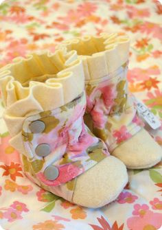 Baby Boots Vintage Floral and Wool 0-3 3-6 6-12 months (so stinkin' cute!)