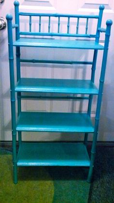 Bamboo shelf painted with latex
