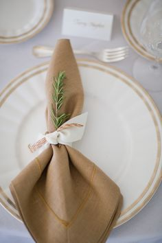 Simple but super pretty place setting #napkin | Photography: http://hillarymaybery.com