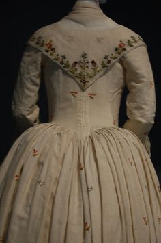 revolution in fashion, historicalfashion: English Robe a l'anglaise,...