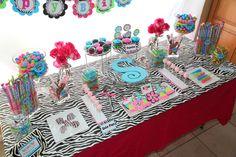 Zebra Dessert Table #zebra #desserttable