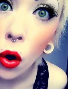 Green eyed septum girl  Chica septum de ojos verdes