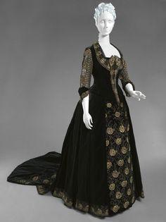 Dress Emile Pingat, 1885 The Philadelphia Museum of Art