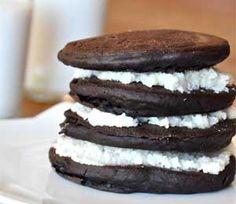 VEGAN Oreo Cookie Pancakes - healthy + delicious.