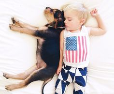toddler-naps-with-puppies