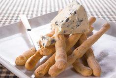 Pistaasipähkinägrissinit ✦ Grissinit sopivat tarjottaviksi alkukeittojen ja salaatin sekä juustojen kanssa. http://www.valio.fi/reseptit/pistaasipahkinagrissinit/