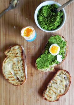 Breakfast Mushy Peas:  2 ½ cups frozen peas, pat of butter,  juice of ½ a lemon, ¼ cup parsley, 2 tablespoons fresh chives, 1garlic clove, pinch of sea salt, freshly ground pepper. Serve with soft boiled eggs. #On Paleo Bread