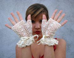 Short ivory elegant fingerless gloves