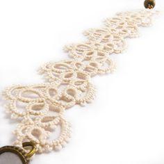 Decoromana: Ivory (ecru) lace bracelet