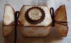 Petras Creationen: Anleitung für das Geschenke-Bonbon / Candy Box Tutorial