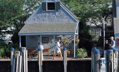Veronica, a charming pet-friendly cottage on Swain's Wharf - The Cottages & Lofts at the Boat Basin