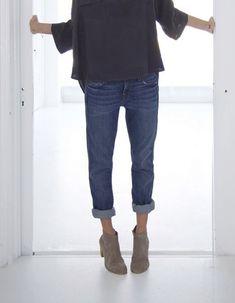 boyfriend jeans, denim jeans, hair bun, ankle boots, outfit, dark lips, jean grey, oversized sweaters, shirt