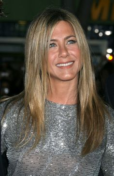 Jennifer Anistons tried and true long hairstyles!