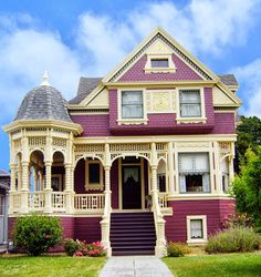 Love this Queen Anne House!