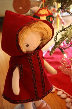Wee Wonderfuls: Hooded Cape for Kit, Chloe and Louise dolls