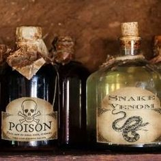 Free printable Halloween bottle and jar labels. Make your own Halloween apothecary!