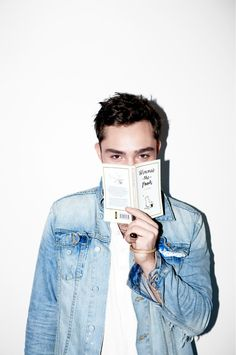ed westwick, chuck bass, gossip girl reading Winnie the Pooh