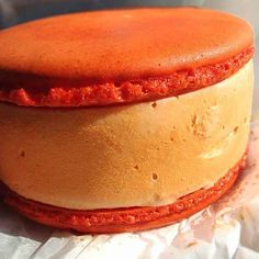 16 Ice Cream Sandwiches That Are The Definition Of Beauty pumpkin macaroon, ice cream sandwiches, food, ice treat, ice creamalici, beauty, delect dessert, macaroons, macaroon ice