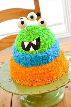 Googly Eyed Monster Cake! #Pintowingifts