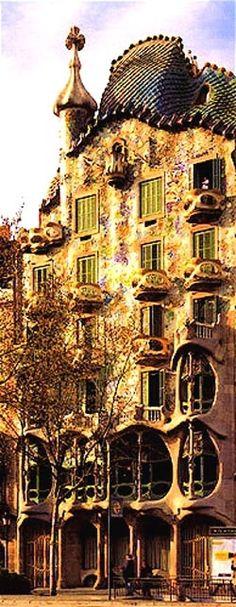 Barcelona. Antoni Gaudi. freaking genius.