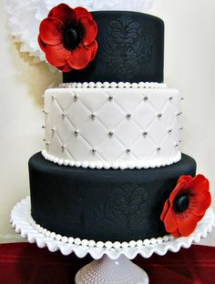 Minus the roses, I'd love to see this with a white square as middle tier. Note the damask stencil on the black tiers to match the invitiations too.