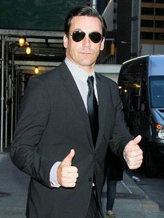 It's double or nothing for Jon Hamm, who's game to greet fans outside the Late Show with David Letterman in New York City.\nhttp://www.people.com/people/gallery/0,,20694581,00.html#21314276