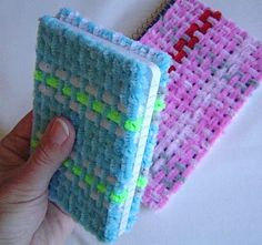 Craftypodweaving - using Chenille/Pipe Cleaners but no instructions : (  Cool idea tho