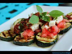 Kolorowa Kuchnia Magdy: Sałatka z grillowaną cukinią, pomidorem i mozzarel...