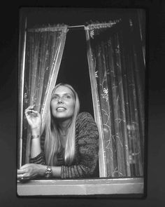 donjuansrecklessdaughter:    Joni in Laurel Canyon. Photo by Henry Diltz.