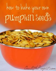 Here's a great recipe and some important tips about how to bake pumpkin seeds. Freshly roasted pumpkin seeds are healthy and delicious!